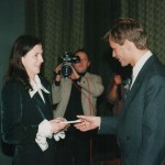 Pierwszy indeks na Wydziale Pedagogicznym, przekazuje Dziekan G. Michalski - luty 1996